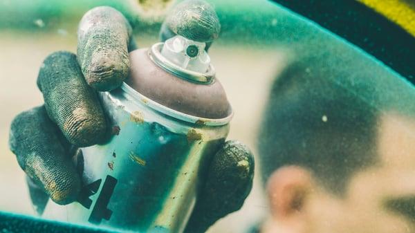 barniz spray proceso de pintado