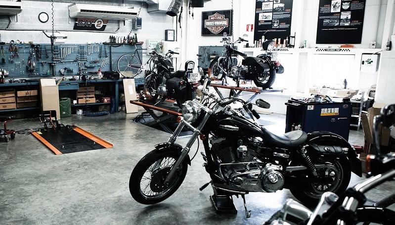 Trucos para una reparación óptima de plástico pintado en motos