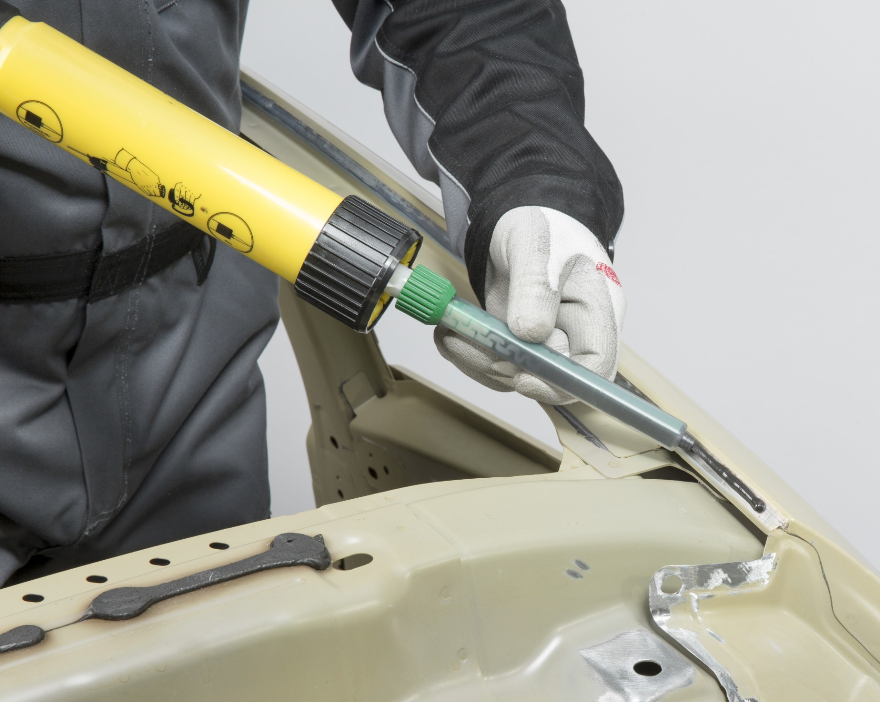 ¿Cómo aplicar un adhesivo estructural?