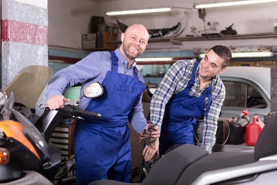 ¿Reparar motos puede ser una opción para un taller de coches?
