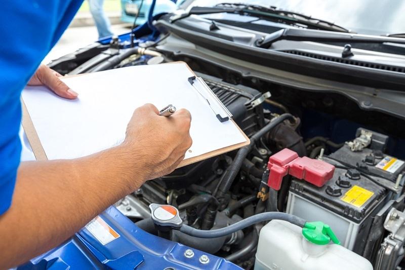 ¿Qué debe incluir la ficha técnica de un coche?