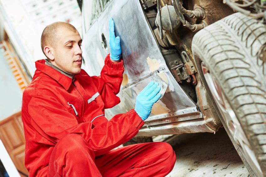 ¿Sabes cómo aplicar de forma óptima la masilla de carrocero?